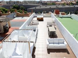 Hotel photo: Lux Apartment with Jacuzzi and Terrace