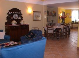 Foto di Hotel: casa vacanza a due passi dal centro