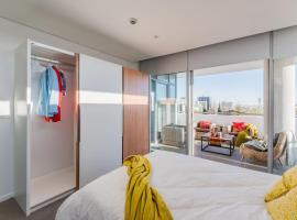 Hotel photo: Modern City Centre Apartment with Great Views