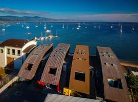 Hotel photo: Beachfront House - Half Moon Bay - 30-45 mins to San Francisco - Sleeps 16