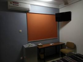 Hotel photo: Peaceful and clean + wooden furnished apartment
