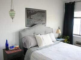 호텔 사진: Stylish bedroom close to NYC