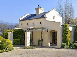 Hotel photo: Petit Plaisir is a romantic self-catering cottage on the side of the village