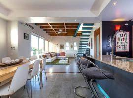 Foto do Hotel: Blu 301 · Modern, Artsy PH w Rooftop Terrace, Sleeps 6
