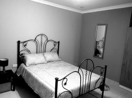 Hotel photo: Peaceful & Secure Bungalow in Sought-after Area