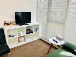 ホテル写真: Bright Comfy Apt is quiet and comfortable