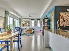 A picture of the hotel: Gorgeous 2BD/2.5BA Flat w Colorful Eclectic Decor