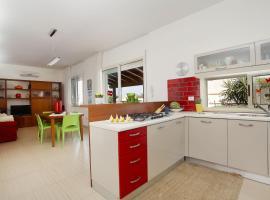 Foto di Hotel: Cdg031 Villa 50 meters from the beach of Castellammare del Golfo.
