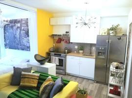 รูปภาพของโรงแรม: Newly Renovated Studio in the HEART of Little Italy!