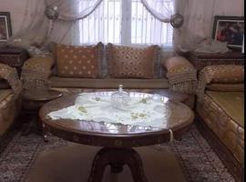 รูปภาพของโรงแรม: Résidence Elhouda 2. Immeuble M. Appt N•13.