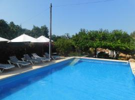 Hotel Foto: Charming Villa With Private Pool