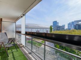 รูปภาพของโรงแรม: Bel appartement avec terrasse et magnifique vue situé à La Défense U Arena