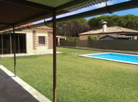 Hotel photo: Chalet en CHICLANA