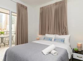 Hotel photo: StYliSh Studio apt W/Sea VieW balConY