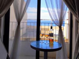 Hotel photo: Bright & Airy sea views apartment
