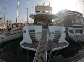 Foto di Hotel: Lady Alba Boat and Breakfast