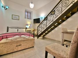 "Hotel photo: 2-level Apartment ""Mandraki"""