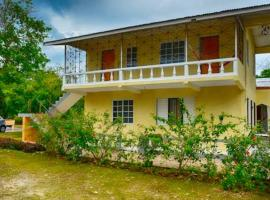 Hotel photo: Bougainvillea studio apartment