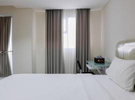 A picture of the hotel: Modern Studio Room at Bintaro Icon Apartment By Travelio