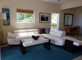 Hotel photo: Villa Indigo Sunny 1BR Apartment in Private Gated Estate