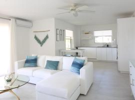 Hotel photo: Sea Glass Villa - Spacious 3 Bed / 2 Bath (Lantana 39)