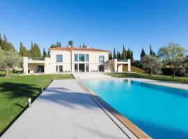 A picture of the hotel: Superbe villa avec piscine
