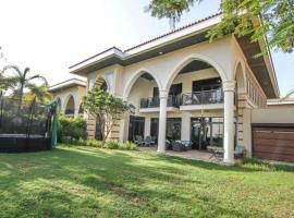 Hotel photo: luxury villa arabic style