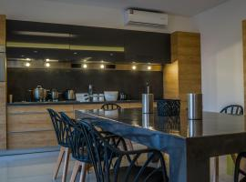 A picture of the hotel: Heraklion Airport Family Lux Apartment