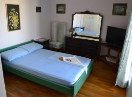 Hotel photo: Historic Center of Athens, Top-floor flat, 70 sqm!