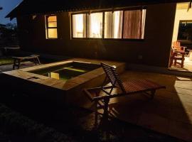 Hotel Photo: Callies Game Lodge Safaris