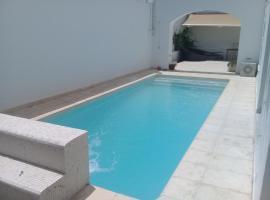 Hotelfotos: Une belle maison avec piscine