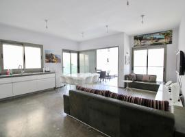 Hotel photo: Frishman 9, by the beach - 3bedrooms with terrace