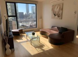 Hotel photo: Charming Condo Steps away from Old-Port 10th Floor