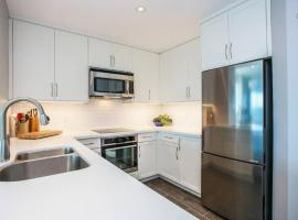 Hotel photo: Beautiful Condo in Old-Port on the 15th floor!