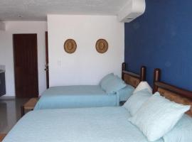 Hotel photo: Remodeled studio in Beachfront Condominium