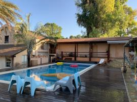 Foto di Hotel: Swimming Pool - Ben Gurion Airport