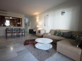Hotel photo: Excellent garden apartment, next to Puerto Banús