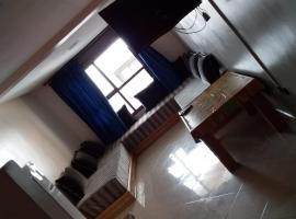 รูปภาพของโรงแรม: Av moaaouiaa bno abi soufiane Apartment