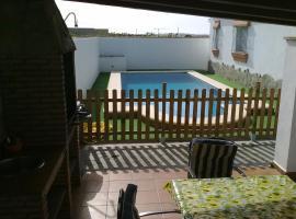 호텔 사진: CHALET CARMELA CON PISCINA Y BARBACOA