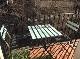 A picture of the hotel: Tranquilo - para 4 personas - Junto a metro Argüelles y Moncloa con Aire Acondicionado