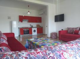 Foto do Hotel: Appartement neuf + piscine + jardin BIO + RESIDENCE CALME POUR FAMILLE