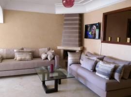 Hotel photo: Appartement Haut Standing et Spacieux Avec double salon, 3 Chambres, Wifi et parking