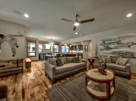 Hotel photo: Large And Luxurious Home – Steps To The Heavenly Village Townhouse