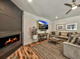 Hotel photo: Gorgeous 5 Bedroom Home - Short Walk To Lake Tahoe Townhouse