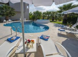 Hotel photo: Luxury Xenos Villa 2 With 4 Bedrooms , Private Swimming Pool, Near The Sea