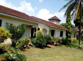 Hotel photo: The cosy palm 2BR House, Pool, 2km to Diani Beach