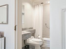 Hotel photo: Luxurious Central Park South Two Bedroom Apartment