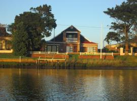 Hotel photo: Rivers Edge Redhouse