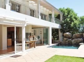 Hotel photo: Large House near Beach in Hout Bay Mountains