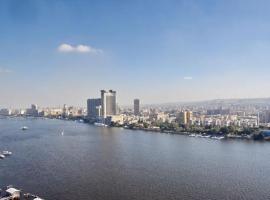 Hotel photo: شقه فندقيه فاخره على النيل بارقى احياء الجيزه